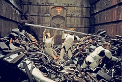 Filming in the trash compactor (Tom Simpson) Tags: film vintage starwars harrisonford princessleia carriefisher lukeskywalker behindthescenes deathstar hansolo markhamill trashcompactor