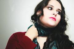 ~Jennir Narvez (TheJennire) Tags: camera light portrait people luz girl face fashion scarf canon hair photography photo eyes friend foto makeup style olhos lips teen ojos cheeks fotografia curlyhair camara cabelo pelo cabello