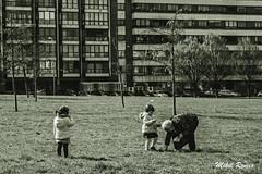 Amatxirekin/Con la abuela (mromeoruiz.wordpress.com) Tags: world street streetphotography photography iruñea invierno pamplona porlacalle gente jendea kalekogauzak kaletik nafarroa negua cosasdelacalle mundua m