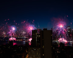 NYC Macy's Fireworks Show, July 4, 2014 (45 of 73) (Diacritical) Tags: nyc 35mm fireworks macys july4th 4thofjuly independenceday f95 summiluxm11435asph centerweightedaverage leicamtyp240 30secatf95 july52014 14040am