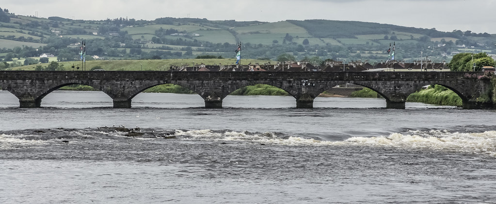 THOMOND BRIDGE IN THE DISTANCE AS SEEN FROM HONAN'S QUAY