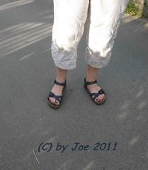 sabiriobl5 (Bluemscher) Tags: woman beautiful socks sox socken jeans barefeet ecco sanita birkenstock birks betula woodenshoes klompen sabots klepper zuecos zoccoli klogs b100 exercisesandal birki b400 berkemann exercisesandals klox kloks barfus zoggeli klappern tffler toeffler originalsandale soeckchen gymnastiksandale walkonwood klepperle onestrapsandal birkenstockfamily
