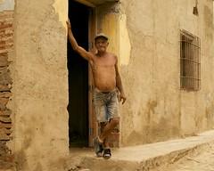 Trinidad - Cuba (IV2K) Tags: poverty street sony cuba poor oldman trinidad caribbean cuban potbelly kuba rx1