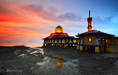 Ray of faith....MASJID AL-HUSSAIN (FLOATING MOSQUE) (Kamaruz Zaman) Tags: longexposure colour canon coast landscapes scenery seascapes sunsets landmark mosque malaysia slowshutter colourful cpl perlis canonphotography llongexposure leefilter canon7d singhrayfilter leecpl