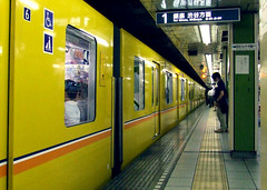 Giappone 2014-09 (Felson.) Tags: trip travel holiday station yellow japan train underground tokyo metro tube giallo stazione metropolitana viaggio giappone vacanza ginzaline