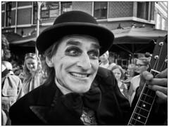 Bombastic (Nordtegn) Tags: street bw music white black holland netherlands festival noir theatre zwartwit nb sw nl monochrom musik fest schwarzweiss nederlands blanc musique niederlande almelo strasentheater