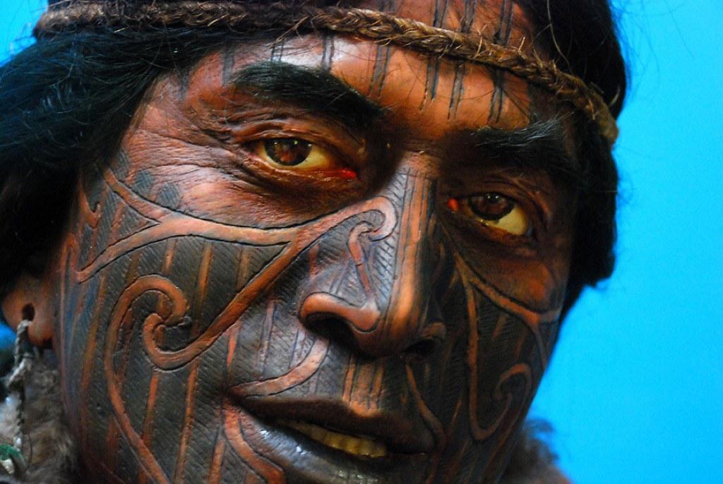 9Người dân Hawaii ở Polynesia cũng có truyền thống xăm mình lâu đời và vô cùng đặc sắc
