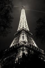 tour eiffel (sanino fabrizio) Tags: tour eiffel parigi francia europa monumento artistic storical capitale torre bn bianco e nero canon 550d 1855 notturna acciaio ferro