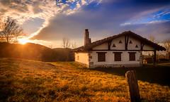 Euskal Herriko Baserriak - Izarraitz (Koldobika Arriaga) Tags: gipuzkoa eguzkia paisaje landscape euskalherria ilunsentia paisajea sunset sunbeans atardecer solsun izarraitz