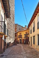 Buitrago del Lozoya (Santos M. R.) Tags: calle empedrado buitrago asador fractalius amarillo balcon rejas