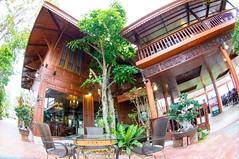 ร้านบ้านร่มไม้สายน้ำ นครปฐม บ้านไม้สักทรงไทยแท้ๆ