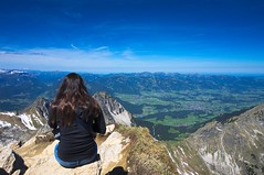 the girl and the view (Jos Mecklenfeld) Tags: mountains alps girl germany walking bayern deutschland bavaria view hiking wandelen walk top sony hike valley summit bergen alpen wandern mädchen tal duitsland oberstdorf allgäu nex nebelhorn gipfel 3n fischen beieren allgäueralpen nagelfluhkette bodemsee fischenimallgäu sonynex nex3n sonynex3n