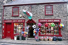 #tbt Conwy Gift Shop (avnnac) Tags: uk trip friends red england cold castle love beautiful fun class chester conwy throwback galles missit