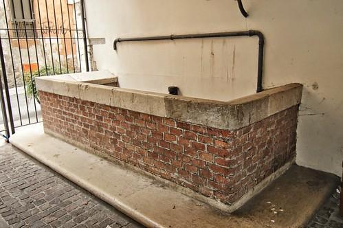 "Le fontane di Rua Confettora dove lavoravano le pelli • <a style=""font-size:0.8em;"" href=""http://www.flickr.com/photos/121308622@N02/15138736350/"" target=""_blank"">View on Flickr</a>"
