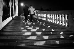 Venezia (Roberto Spagnoli) Tags: venice venezia rialto notte night lights luci biancoenero blackandwhite fotografiadistrada streetphotography people