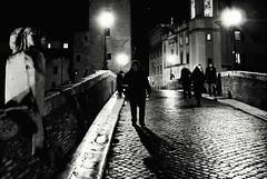 2017-03-25 14.23.10.jpg    rome   roma (Cherrerol) Tags: blackwhite black blackandwhite blancoynegro street streetphoto streetphotography night bridge puente noche nikon v1 monochrome monocromo walk people rome roma