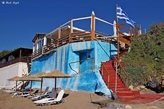 Tavern in Scaleta (dreptacz) Tags: tawerna bar budynek architektura niebieski flaga grecja skaleta plaża leżak sony55 slt55 lustrzanka wyspa kreta parasol schody taras thisphotorocks flickrunitedaward