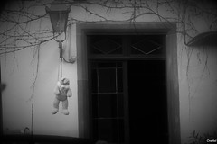 Disturbing City III (Crashei00) Tags: strasbourg france hangman pendu rabbit lapin blackandwhite black white noiretblanc noir blanc nikon picture photo photographie photography door porte disturbing