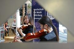 P1160312 (stadtbuecherei.wuerzburg) Tags: 70jahrehochschulefürmusikwürzburg bauwerke bibliotheken deutschland kimseyoung leute orte stadtbüchereiwürzburg violine würzburg zhoutongtong