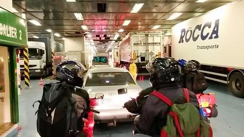 En attendant de descendre du ferry... les premiers dans la file d'attente !