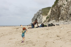 The photographer: At the beach of the Cap Blanc Nez (Nitekite) Tags: strand canon frankreich photographer nordpasdecalais fotografin schleich escalles ärmelkanal nitekite