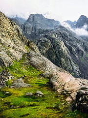 Grassy Ledge, Day 2, Northern Yosemite Trail (NYT) 2014 (rowjimmy76) Tags: california summer green nature grass landscape outdoors rocks scenic geology peaks anseladamswilderness roper 2014 sierranevadamountains easternsierra westernunitedstates sierrahighroute thruhiking longdistancebackpacking benchcanyon