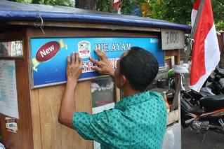 Stiker Islam Damai di Gerobak Mie Ayam Warga DKI