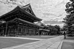 Butsuden, Kench-ji temple (Lutz Schubert) Tags: bw building japan landscape temple shrine kamakura buddhism zen kenchji butsuden