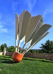 Birdie (G.E.Condit) Tags: park sculpture museum birdie day kansascity missouri badminton nelsonatkins shuttlecock grantcondit