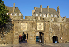 France-001250 - Porte St-Vincent (archer10 (Dennis) (66M Views)) Tags: france brittany gate fort sony free monastery porte walls dennis jarvis stvincent normandy saintmalo stmalo lafrance globus iamcanadian la france freepicture dennisjarvis archer10 dennisgjarvis nex7 18200diiiivc