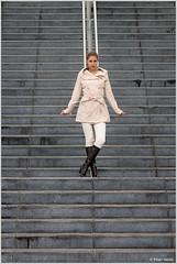 Vera in White (Peter Heuts) Tags: red white model photoshoot pants belgique legs boots sony coat belgi full peter 99 frame tall alpha jas vera lang luik witte lige lttich broek laarzen a99 heuts peterheuts
