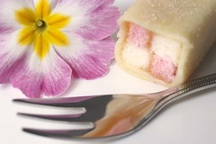 05/04/2017 Miniature Battenburg cake (Pat's_photos) Tags: cake fork flower primula 365