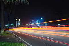 Night traffic (elly.sugab) Tags: night traffic lighttrail lamp light longexp slowspeed longexposure
