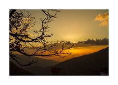 ... (ángel mateo) Tags: ángelmartínmateo ángelmateo bubión laalpujarra granada sierranevada andalucía españa atardecer sol cielo nubes ocaso rayosdesol contraluz árbol ramas andalusia spain sunset sun sky clouds sunbeams backlight tree branches