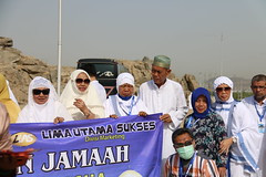 jamaah (laviosa) Tags: family candid haram mecca umroh 2014 mekkah jabalrahmah masjidil masjidilharam jabaltsur arminareka pullmangrandzamzam