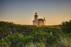 Simplicity is the ultimate sophistication… (ferpectshotz) Tags: light sunset lighthouse grass architecture oregon oregoncoast bandon lighthouseatsunset coquilleriverlight bandonlight lighthouseingrassfield stubbylighthouse