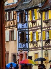 Les parapluies de Colmar (Les 3 couleurs) Tags: streets faades pluie colmar alsace rues