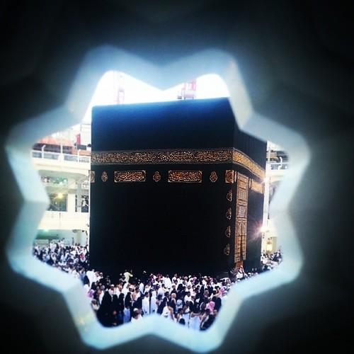 لأن تهدم الكعبة حجراً حجراً أهون عند الله من ان يراق دم امرئ مسلم ... لا آله إلا آنت ، سبحانك اني كنتُ من الظالمين