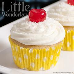 Cupcakes de pia colada / Pia colada cupcakes (www.littlewonderland.es) Tags: recipe cupcakes coconut coco pineapple pia receta piacolada pineappleandcoconut littlewonderland reposteracreativa piacoladacupcakes cupcakesdepiacolada piaycoco