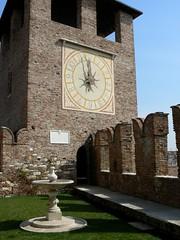P1070397.JPG (degeronimovincenzo) Tags: tower clock torre clocktower verona orologio castelvecchio