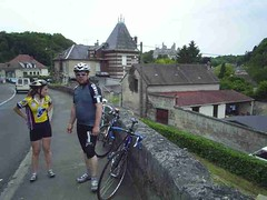 mot-2005-berny-riviere-026-ebb-cyclists-at-pierrefonds_800x600
