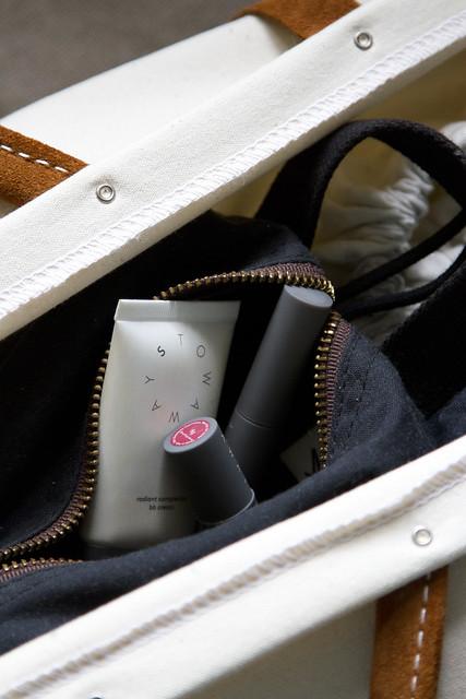 STOWAWAY: packing a minimalist weekend bag | reading my tea leaves