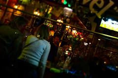 Nightlife, beers and tulips (Nicolay Abril) Tags: nightlife nightout night beer beers nuit bière bières nachtleven nachtuit nacht bier bieren sfocatura blur desenfoque vervagen people mensen menschen leute gente gens bar lanterne laternen lanternes lanterns faroles lampposts lampioni farolas lampadaires lampes lights luci lichte lichten luces citylights cafeheuvel tulips finestra finestre fenêtre fenêtres fenster venster venstern window windows ventana ventanas showcase bartender prinsengracht