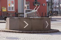 That's new (Yvonne L Sweden) Tags: rondell spring unexpected sweden cityscape eskilstuna kundvagn vår april