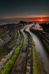 Verano¿? (BIZKAIA) (Jonatan Alonso) Tags: longexposure sunset sea beach landscape bizkaia barrika largaexposicion fliysch tokina1116