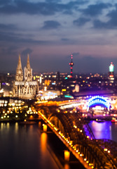 Cologne lights (Vivien J-Dora) Tags: lights miniature cologne kln klnerdom langzeitbelichtung hohenzollernbrcke mehrfachbelichtung 5dmarkii