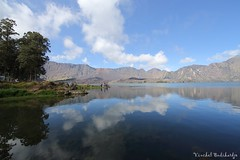 Relaxing at Segara Anak. Rinjani, Lombok (18 Jun 2014) (Vinchel) Tags: canon indonesia ii l usm lombok f28 ef nusa barat rinjani tenggara 14mm 1dx