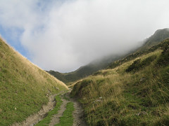 Wanderweg-trail (Marlis1) Tags: france clouds canon day cloudy wolken g6 luchon mycountryroad marlis1 portdebenasque
