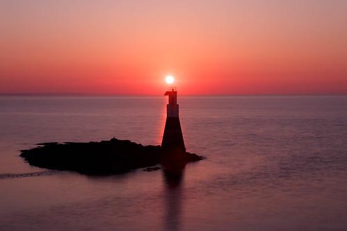 Coucher de soleil sur le phare de la Petite Mouette