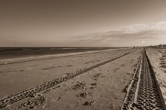 (McQuaide Photography) Tags: longexposure sea summer holland beach netherlands monochrome sepia strand canon eos mono coast seaside sand europe nederland wideangle zee zomer nd dslr toned zandvoort zand kust uwa wideanglelens ndfilter ultrawideangle zandvoortaanzee neutraldensityfilter neutraldensity 100d ndx400 1018mm mcquaidephotography hoyandx400hmcfilter